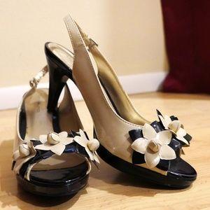 Bandolino Flower Tan and Black Heels (like new!)